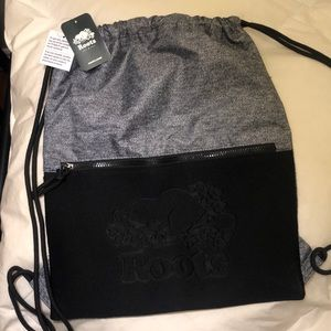 ✨ NWT ✨ Roots salt and pepper drawstring backpack
